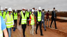 Madame Loubna Tricha en visite du chantier de construction de la CMC de la région Laâyoune-Sakia El Hamra